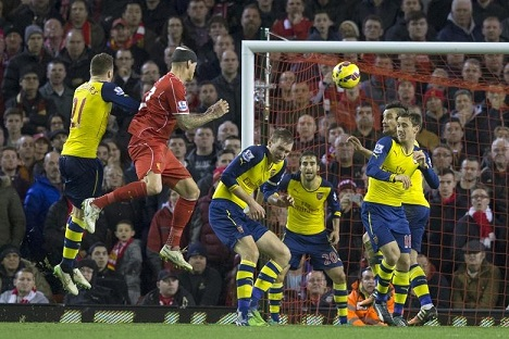 mertesacker Liverpool corner