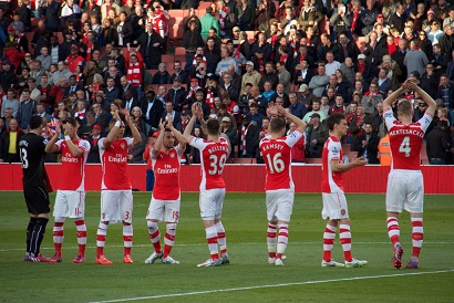 Arsenal_Squad_clapping