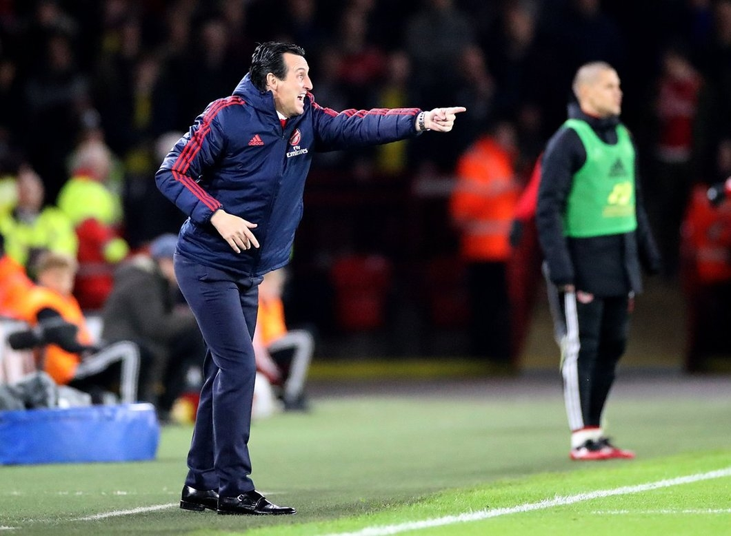 Emery-ordering-his-players-at-Arsenal