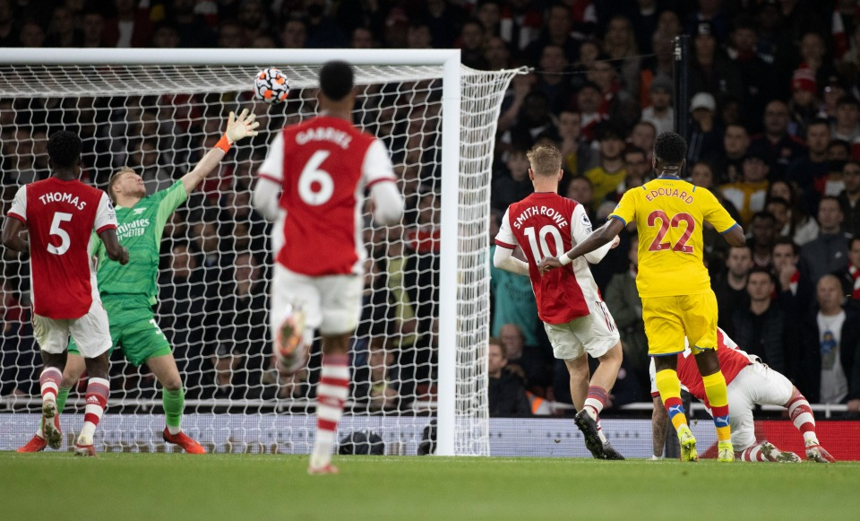 Gary Neville picks out two Arsenal players after Crystal Palace draw